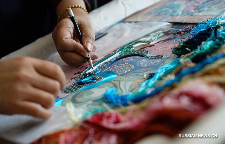 Тонкая работа наследницы традиций сучжоуской вышивки