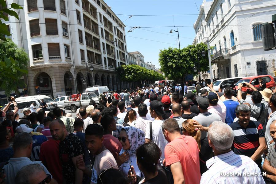 3 человека погибли, еще 9 пострадали в результате двух взрывов в столице Туниса