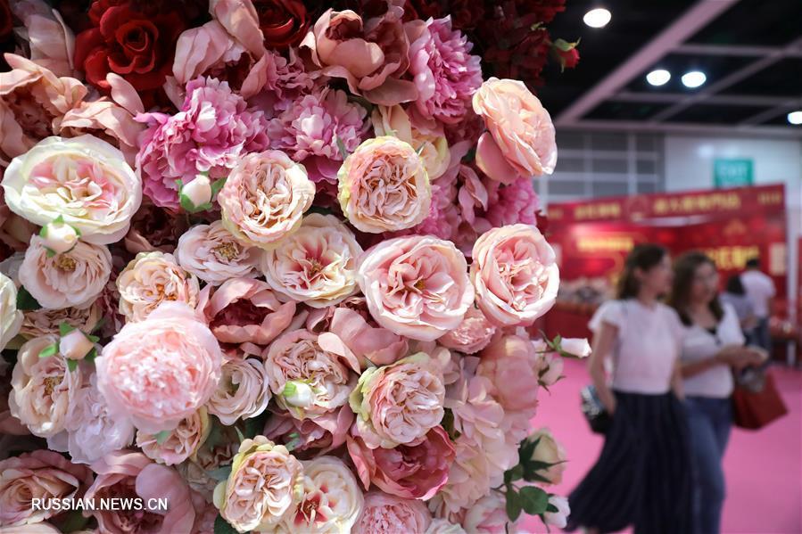В Сянгане открылась выставка свадебного сервиса и свадебных платьев