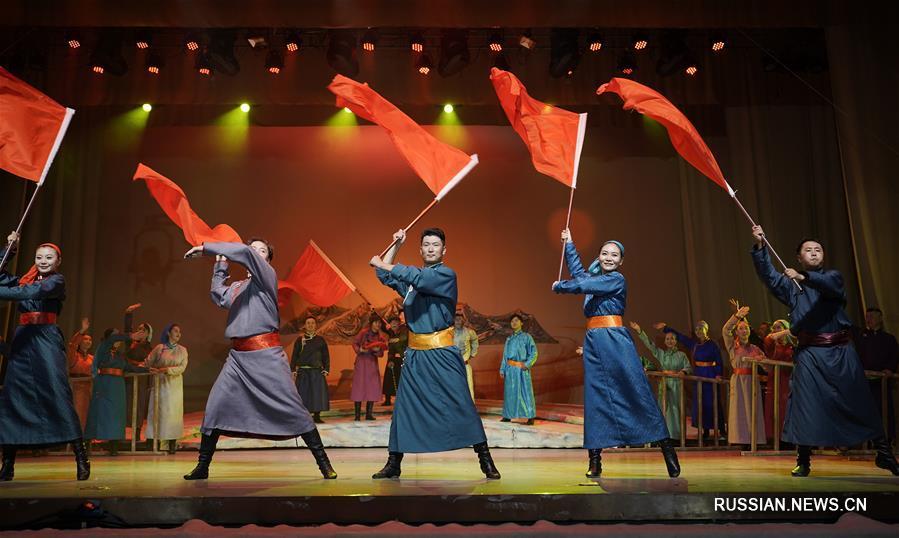 """Музыкальный спектакль """"Любовь в Чжужихэ"""" среди монгольских степень"""