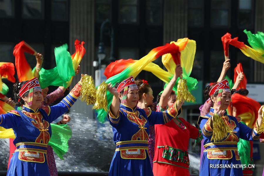 В Нью-Йорке прошел праздничный флешмоб в китайской национальной одежде
