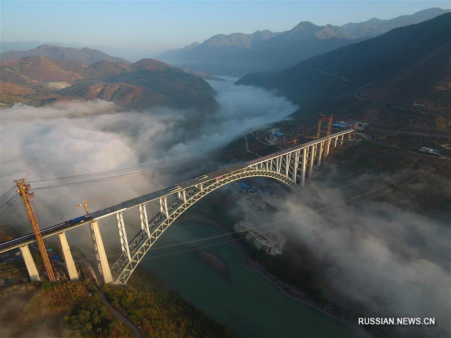 Завершено возведение основных конструкций мегамоста через реку Нуцзян в провинции Юньнань