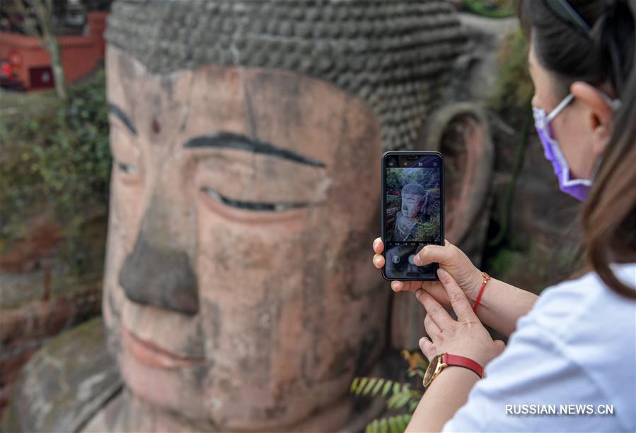 Статуя Будды в Лэшань вновь доступна для посещений