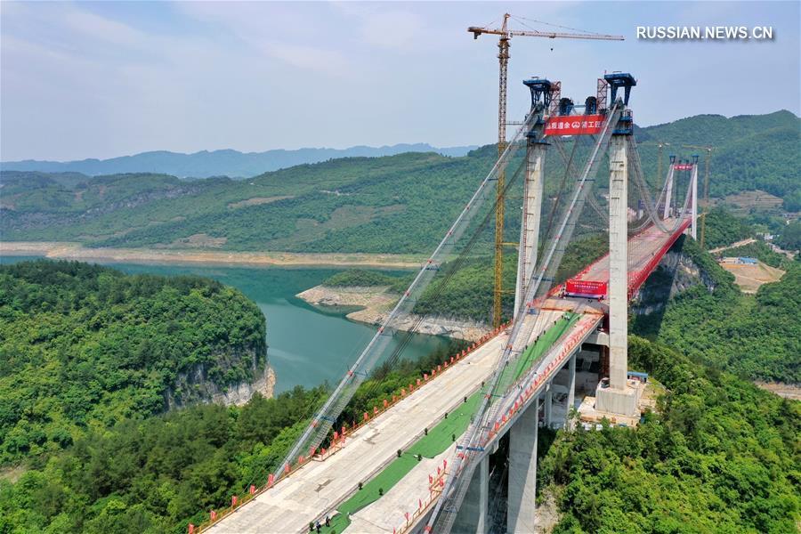 Произведена смычка Фэйлунху-Уцзянского большого моста
