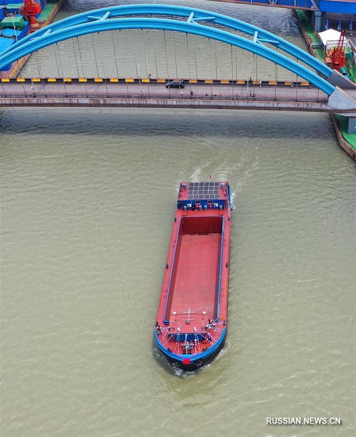На Янцзы началась тестовая эксплуатация 1000-тонного грузового судна на электрической тяге