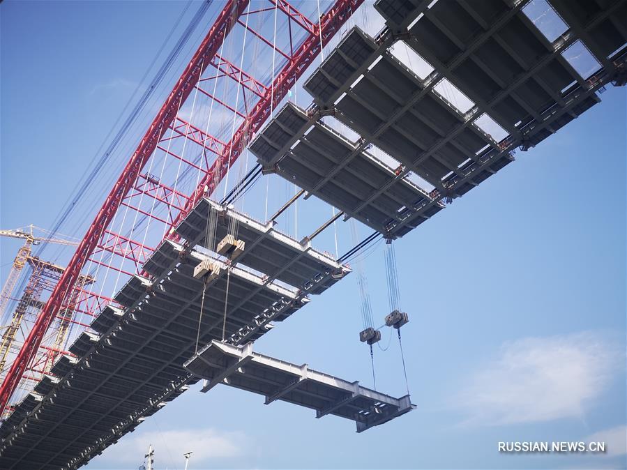 В уезде Хэцзян завершена стыковка основных конструкций моста через Янцзы