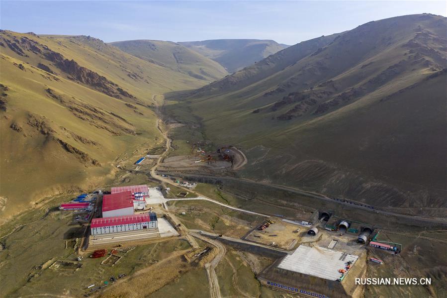 Строительство самого длинного скоростного автомобильного тоннеля в Синьцзян-Уйгурском АР