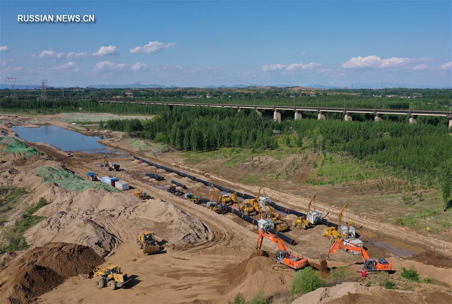 Полным ходом ведется строительство участка восточной нитки китайско-российского газопровода через реку Луаньхэ в Северном Китае
