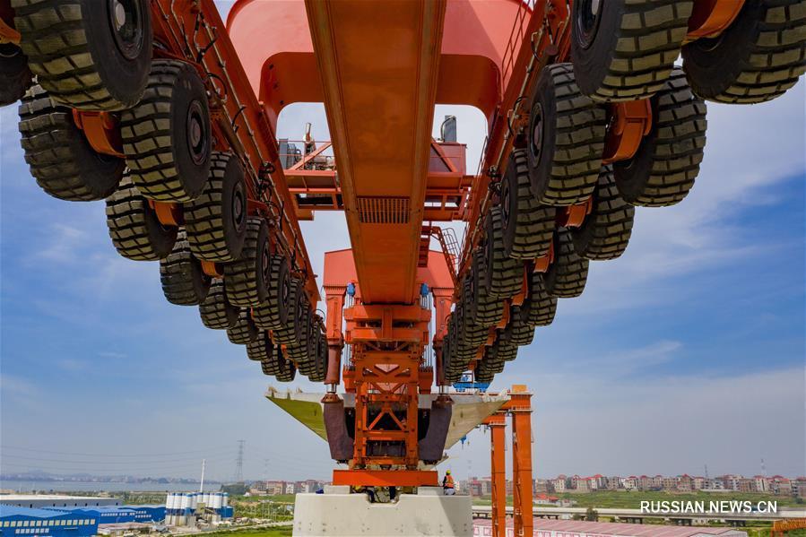 Первый 1000-тонный мостоукладчик ввели в эксплуатацию в Китае