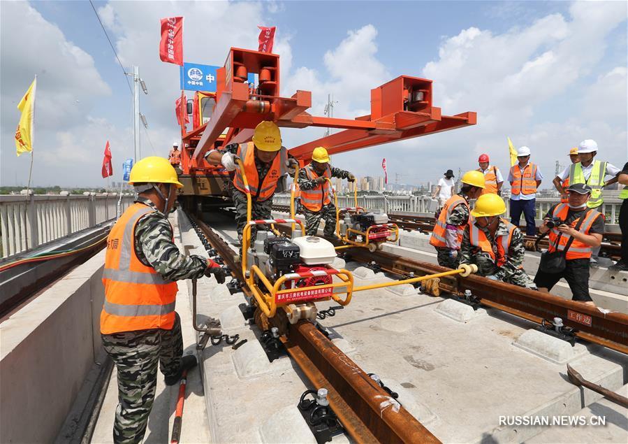 На строительстве ВСЖД Ляньюньган -- Сюйчжоу началась укладка рельсов