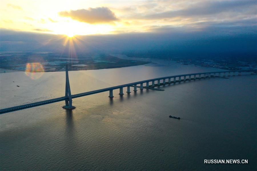 """В провинции Цзянсу введен в эксплуатацию многофункциональный мост """"Хусутун"""" через Янцзы"""