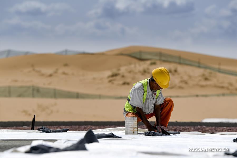 В Нинся-Хуэйском автономном районе идет строительство скоростной автодороги в пустыне