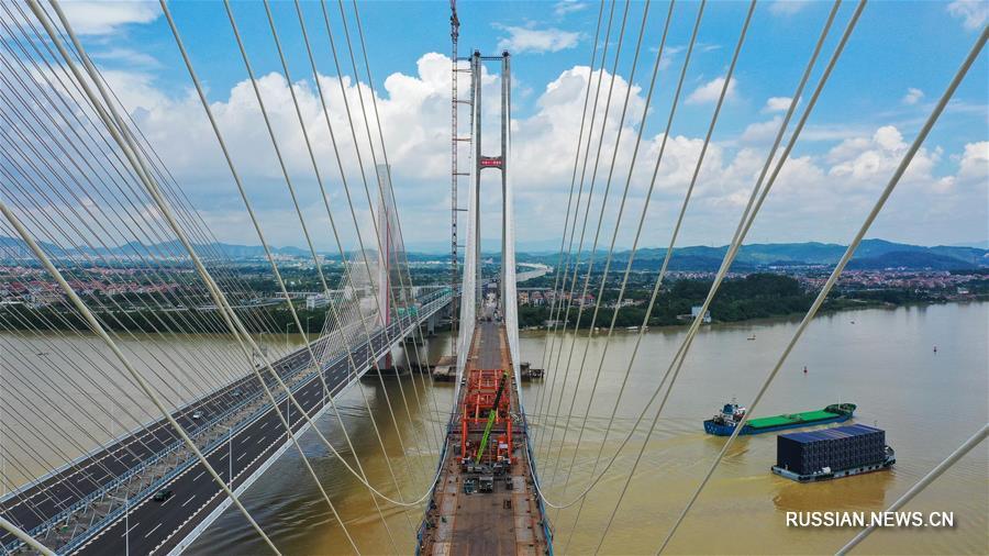 Завершена натяжка вантов железнодорожного мегамоста через реку Сицзян