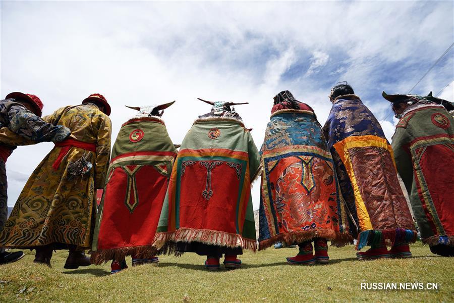 Традиционная одежда тибетцев из уезда Буранг