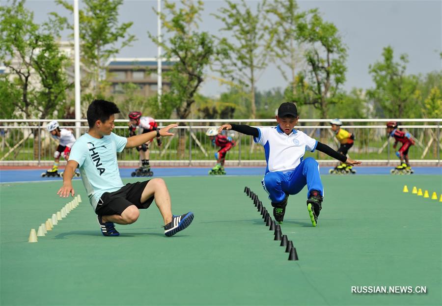 Катание на роликовых коньках -- Школьная команда из Жэньцю готовится к предстоящим соревнованиям