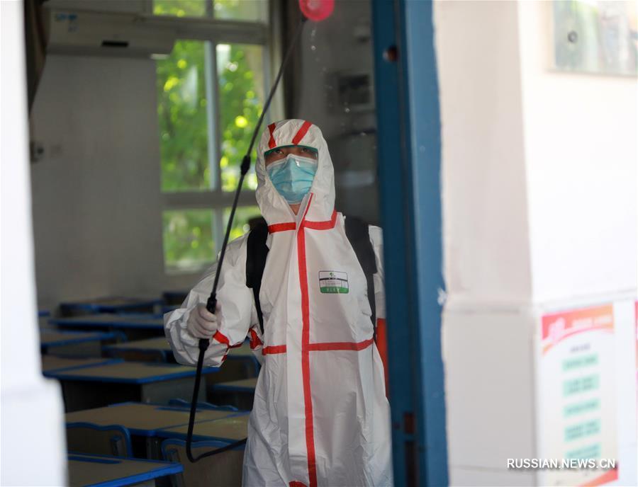 Дезинфекция в уханьских школах