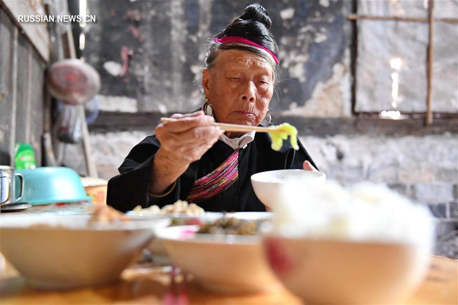 89-летний гид в деревне народности шэ
