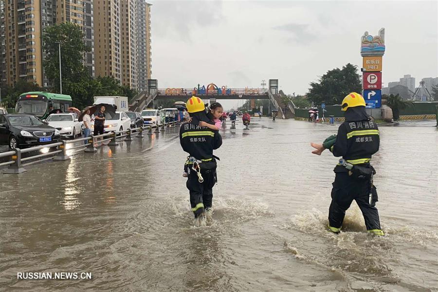 От непрекращающихся ливней пострадали свыше 100 тыс жителей провинции Сычуань