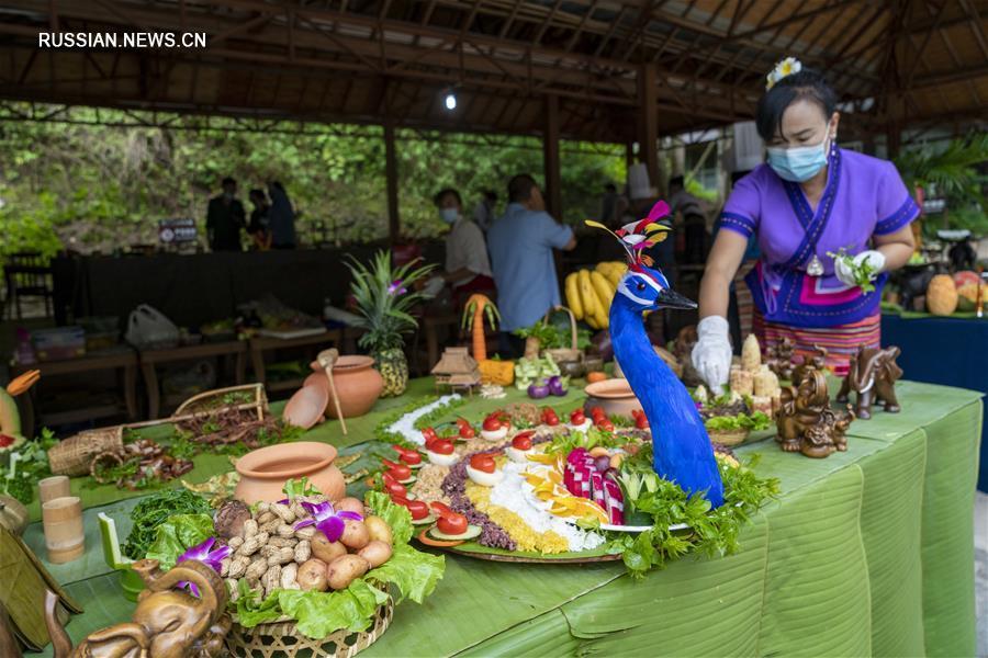 Праздничный банкет для азиатских слонов в Сишуанбаньна
