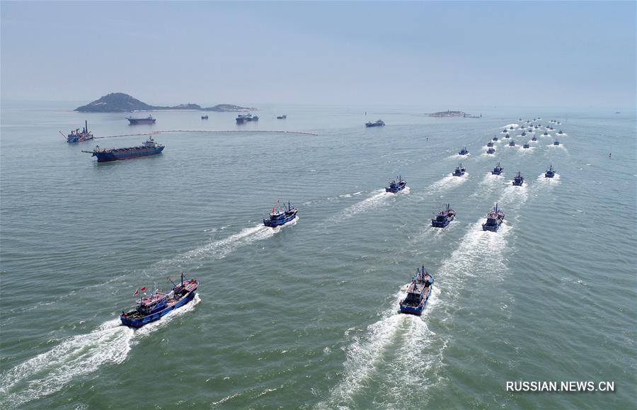 Рыбаки Цюаньчжоу выходят в море после снятия сезонного запрета на лов