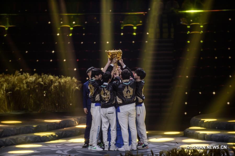 Киберспорт -- Чемпионат мира по компьютерной игре Honor of Kings: команда TS Gaming завоевала Кубок Золотого феникса