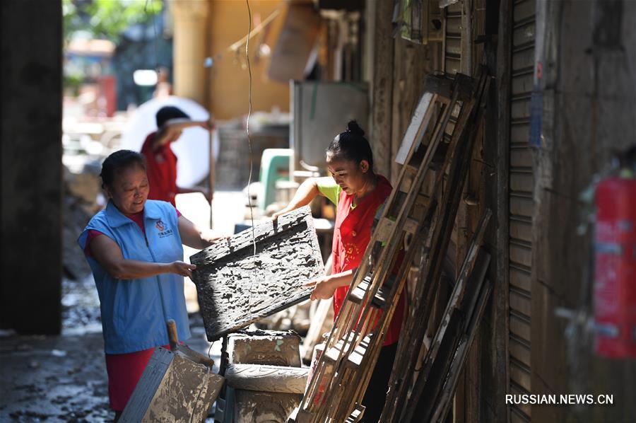 Восстановительные работы после наводнения в Чунцине