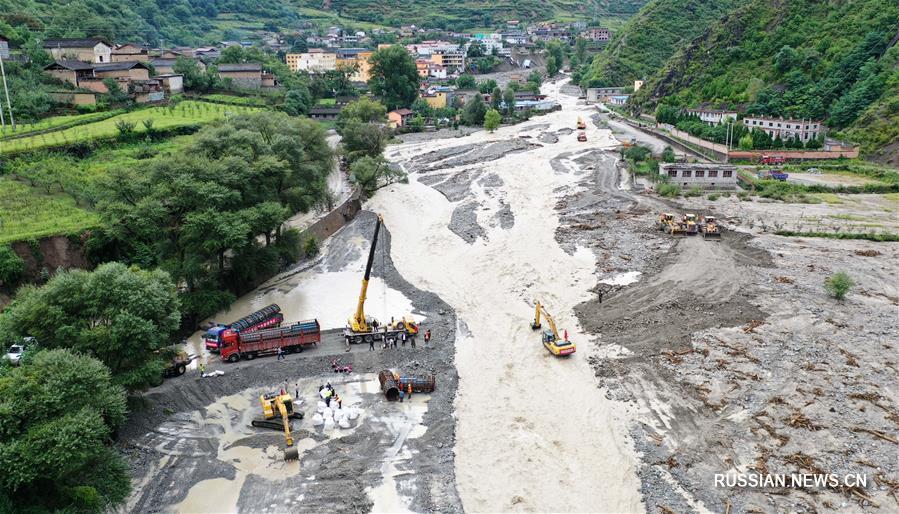 Экстренный ремонт размытых дорог в поселке Цюйгаона