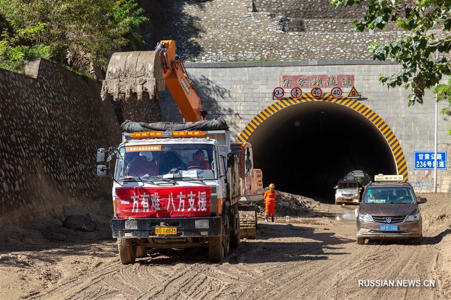 В городе Луннань после наводнения восстанавливается работа транспортных тоннелей