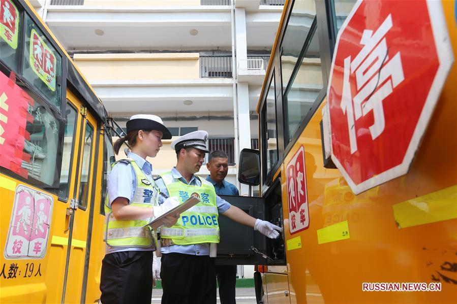 Проверка школьных автобусов в провинции Аньхой