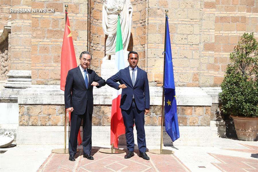 Ван И провел переговоры с главой МИД Италии Л. Ди Майо