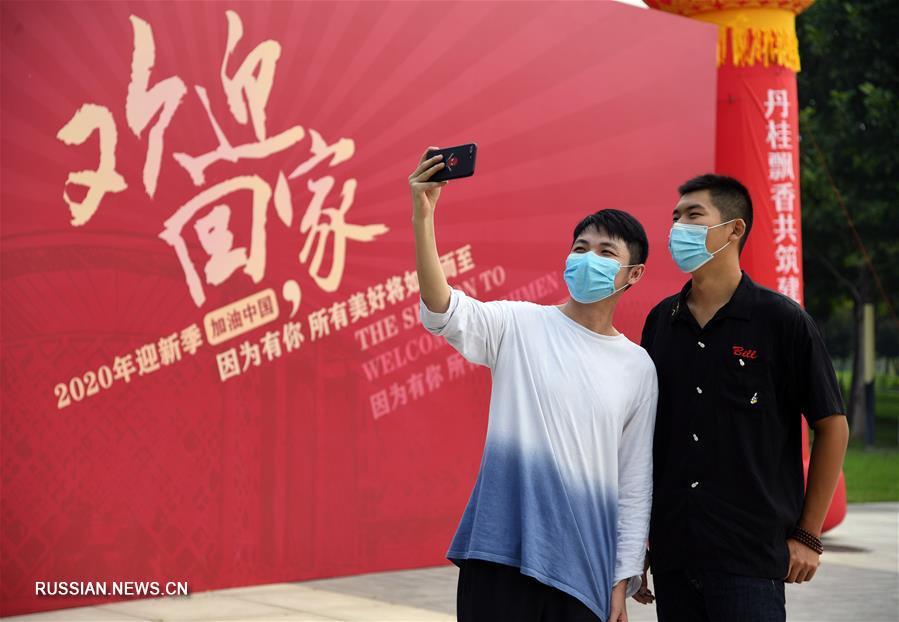 Студенты продолжают возвращаться в пекинские вузы