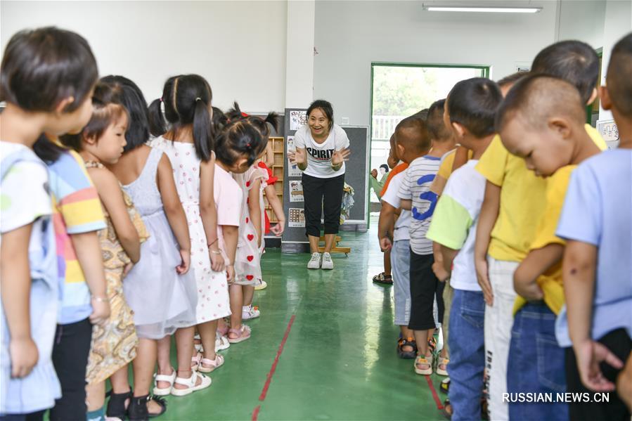 Поселки для переселенцев из бедных районов Гуйчжоу полностью обеспечены школами