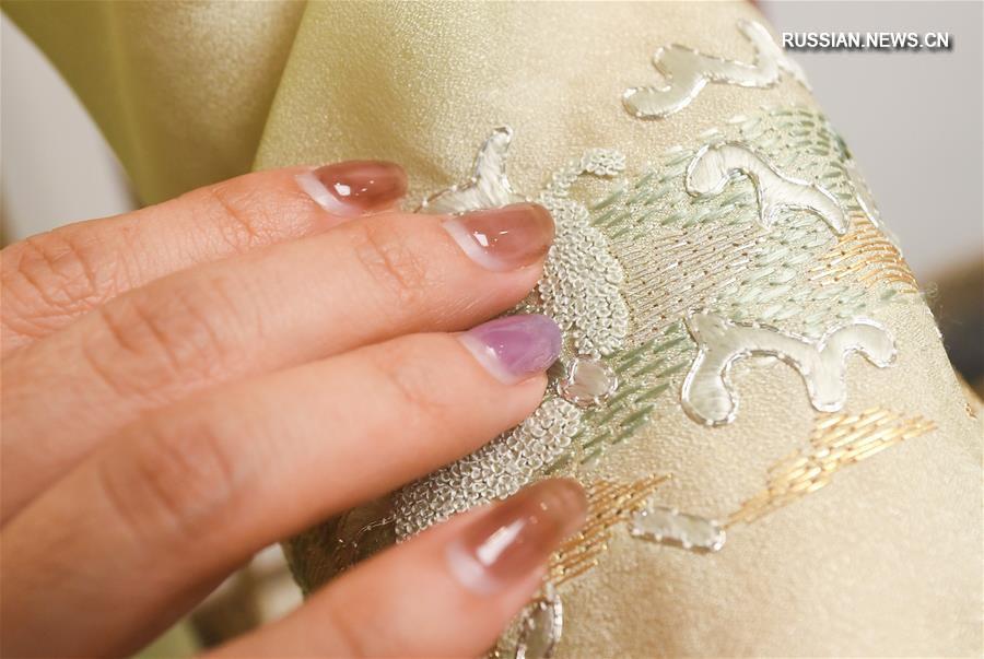 37-летний дизайнер платьев ципао из Ханчжоу