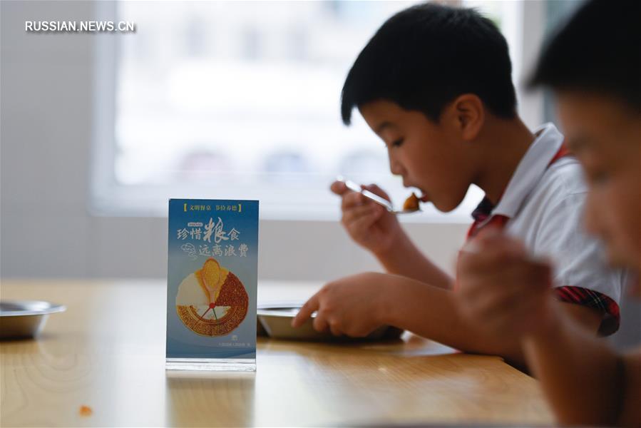 """Тематическое занятие на тему """"чистых тарелок"""" в одной из школ Хучжоу"""