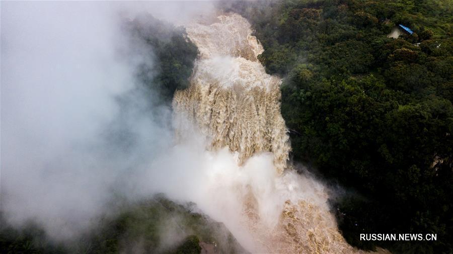 Водопад Хуангошу: взгляд с неба