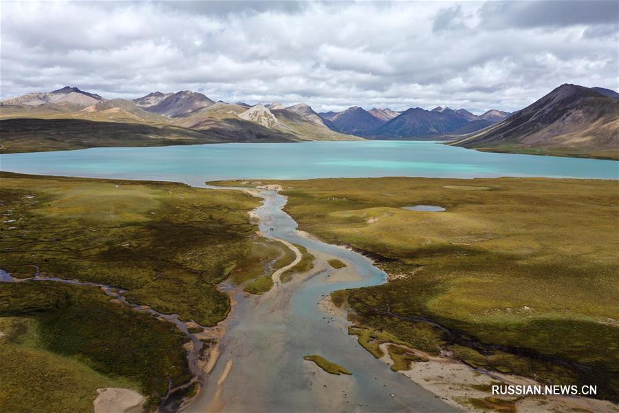 Прекрасное озеро Буто в Тибете