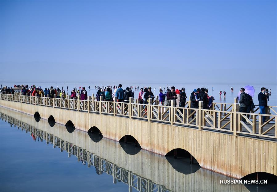 """""""Зеркало неба"""" - знаменитое соленое озеро Чака на северо-западе Китая"""