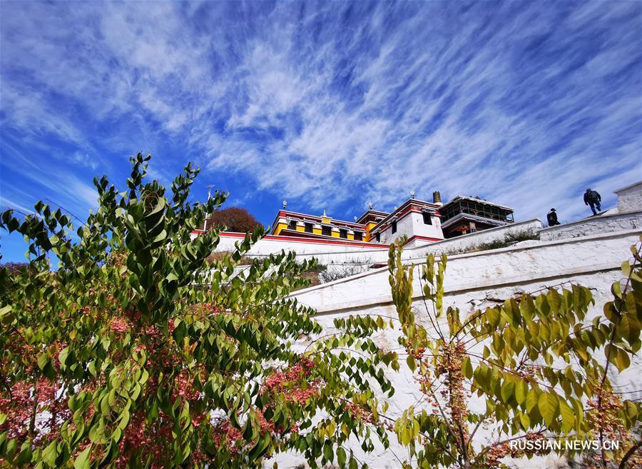 Осенний день в монастыре Бадекар во Внутренней Монголии