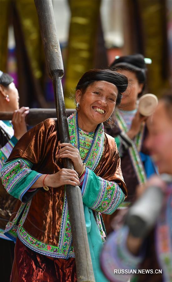 """Фестиваль """"блестящей ткани"""" в мяоской деревне"""