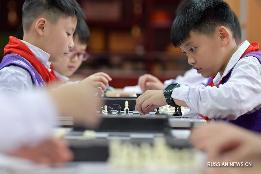 Урок шахмат в школе в Наньчане