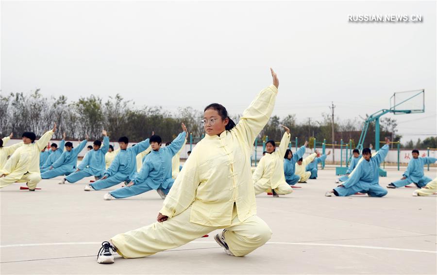 Занятия ушу стиля мэйхуацюань в школах уезда Гуанцзун