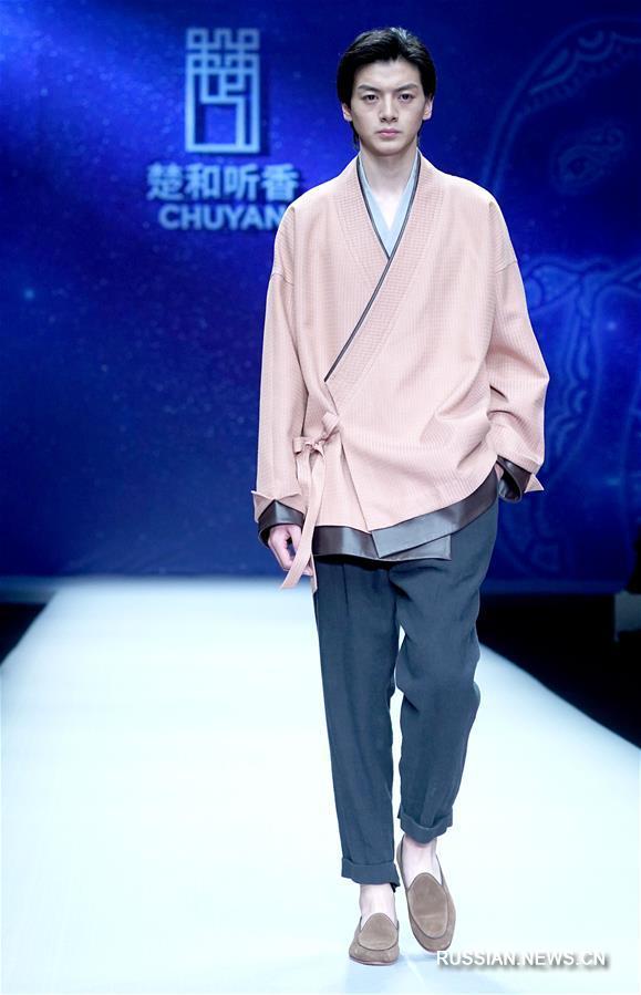 """Китайская международная неделя моды -- Презентация коллекции от бренда """"Чухэтинсян"""" и дизайнера Чу Янь"""