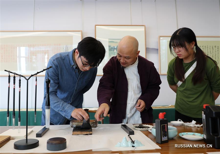Выставка произведений китайской цветной ксилографии в Шанхае