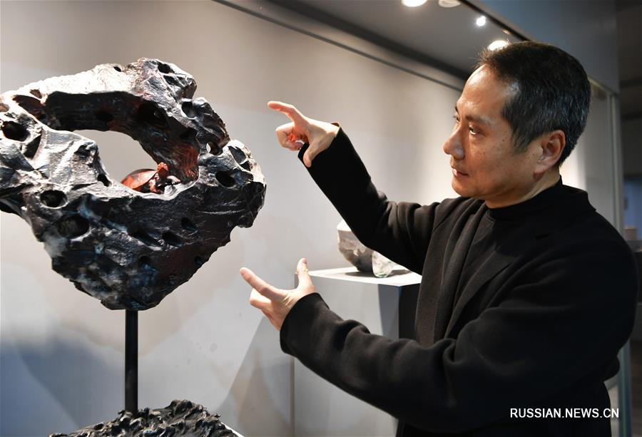 Мастер резьбы по шоушаньскому камню Пань Цзинши