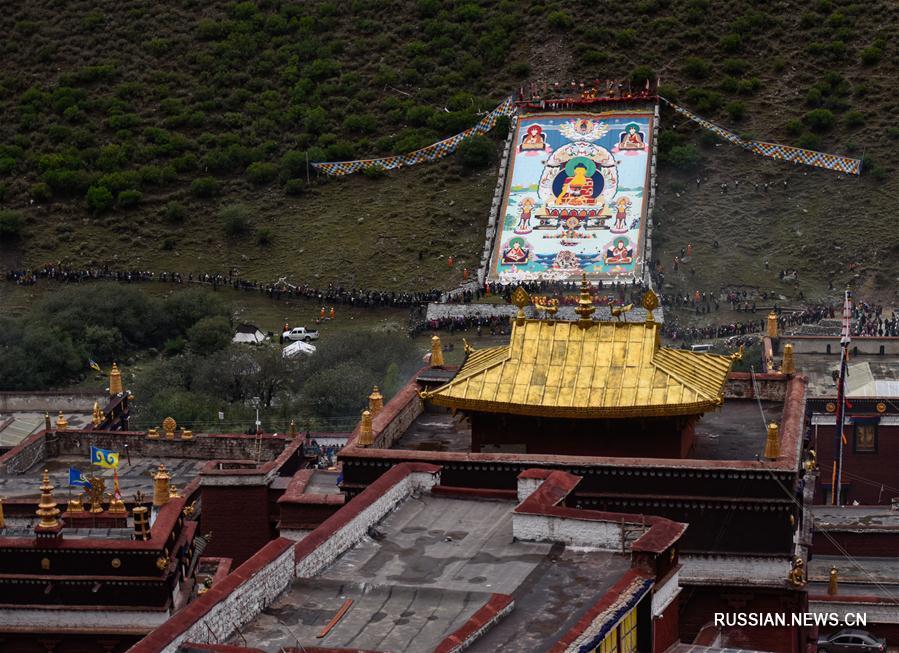 Ежегодная церемония поклонения тангка в монастыре Цурпху
