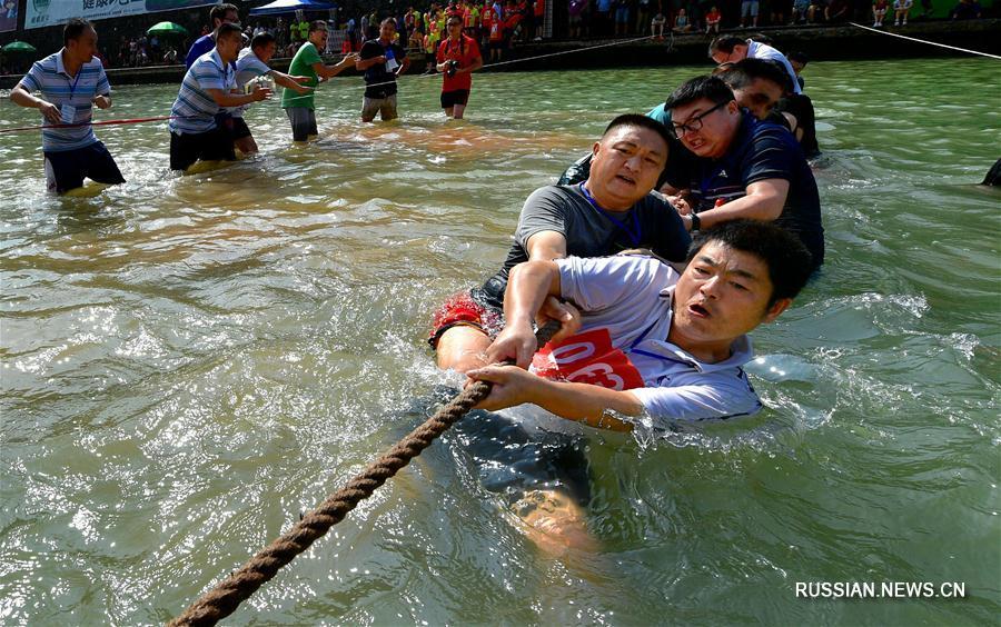 Перетягивание каната в воде в уезде Сюаньэнь