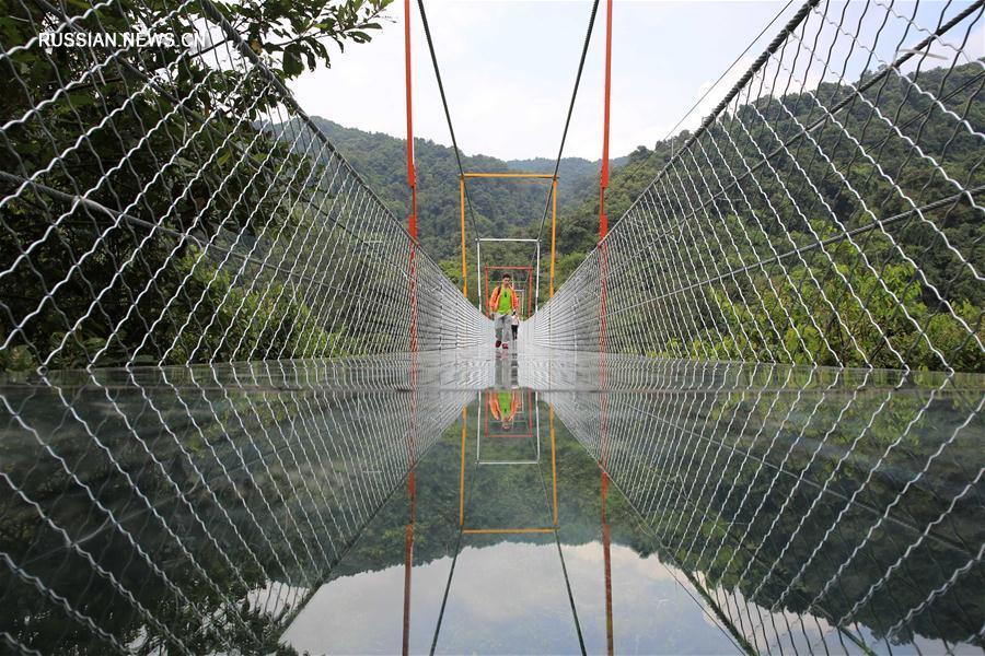 """Новый висячий мост над """"Лощиной двух драконов"""""""