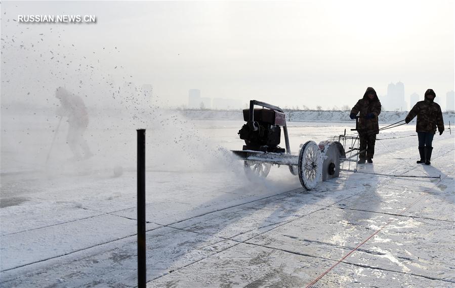 Сезон сбора льда на реке Сунхуацзян