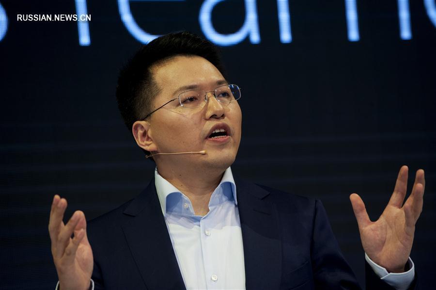 По мнению испанских СМИ, на открывшемся в Барселоне Всемирном конрессе мобильной связи всеобщее внимание будет приковано к китайским брендам
