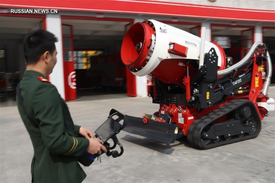 В Сямэне представили многофункционального робота-пожарного